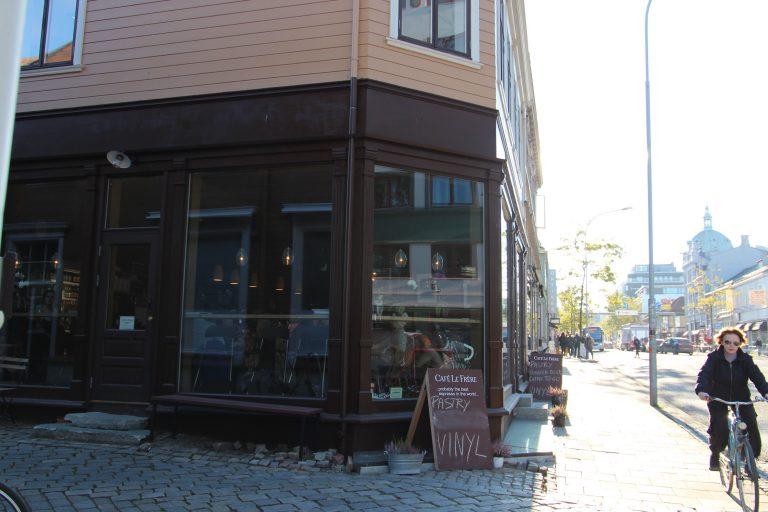 Fasade av Søndre gate 27 som idag huser Cafe Le Frere