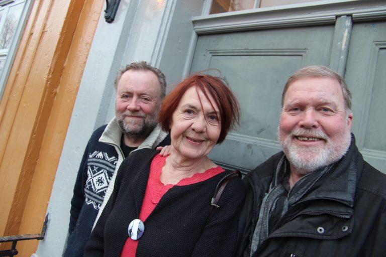 """Ivar Mølsknes, Sølvi Sand og Hermann Hanssen er er tre av fire forfattere bak Boka """"Trondheim 1966""""."""