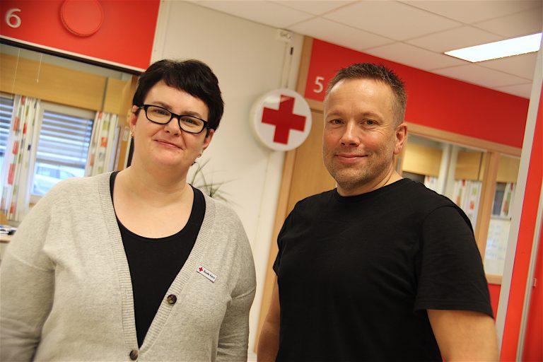 1.desember åpner Trondheim Røde Kors et helt nytt aktivitetstilbud for ungdom i Trondheim sentrum. F.v: Marita Hoel Fossen, daglig leder i Trondheim Røde Kors og Anders Näsström, aktivitetskoordinator ved Fellesverket.